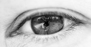 gros plan d'un oeil