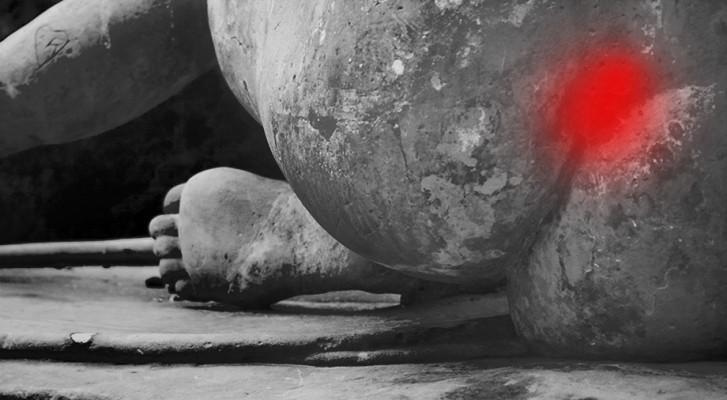 Coccyx de femme avec représentation de la douleur