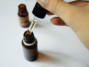 Préparation d'un mélange d'huiles essentielles