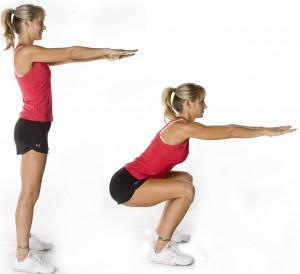 Femme de profil, debout et jambes pliées
