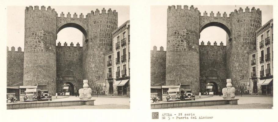 Photo stéréoscopique ancienne de la porte d'Avila